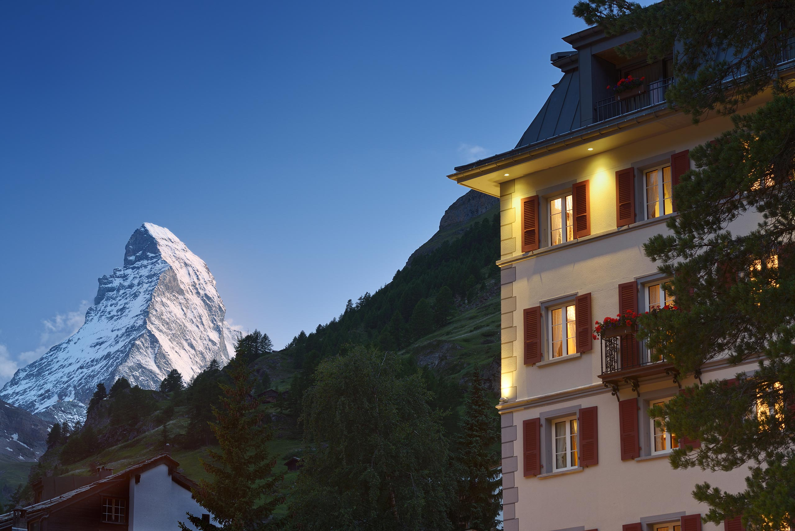 Monte Rosa Hotel Zermatt MR Front Night 032
